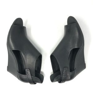 H BY HALSTON Robyn sandals 9 black leather cut out